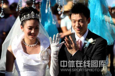 Yang Wei and Yang Yun wed in an ultra-lavish ceremony.